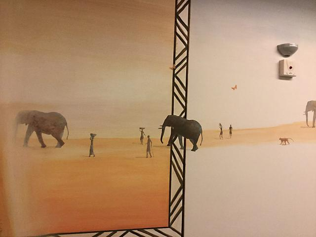 10-1-Necker-Centre Hospitalier Universitaire  Necker-Paris-P diatrie-D cor Mural- Le voyage   travers les contes  l Afrique  2