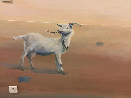 Chèvre peinte sur mur - Necker - Le voyage à travers les contes - Affabulation.