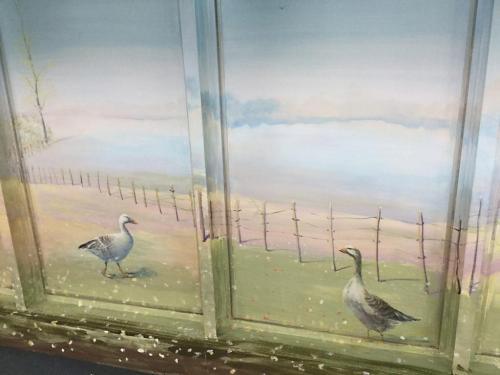 Oies peintes sur mur - Sevran - CHU René Muret.