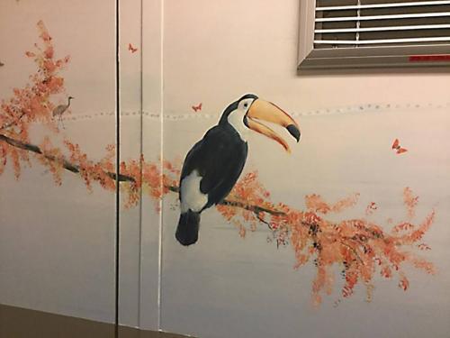 Oiseau peint sur mur - Necker - Le voyage à travers les contes - Affabulation.